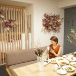 【東京】都心で暮らすように泊まれるアパートメントホテル「MIMARU 東京 赤坂」で花に囲まれたエシカルステイ